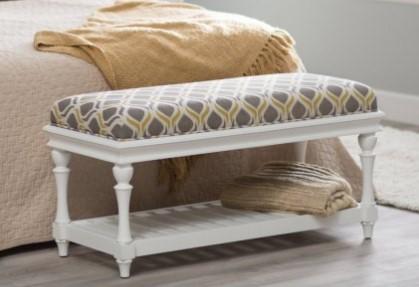 Biała ławeczka z tapicerką