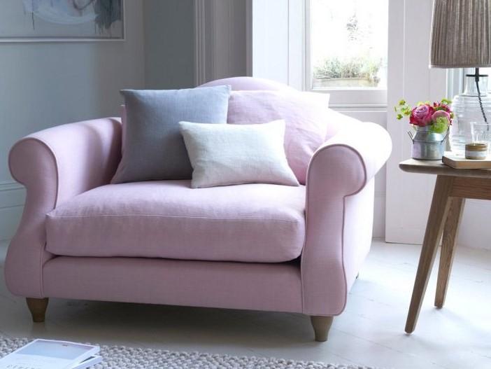 Różowa sofa klasyczna